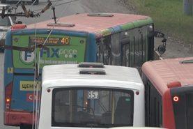 В Хабаровске на остановке «Южнопортовая» столкнулись три автобуса