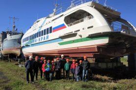 Для школьников устроили экскурсию по Хабаровскому судостроительному заводу